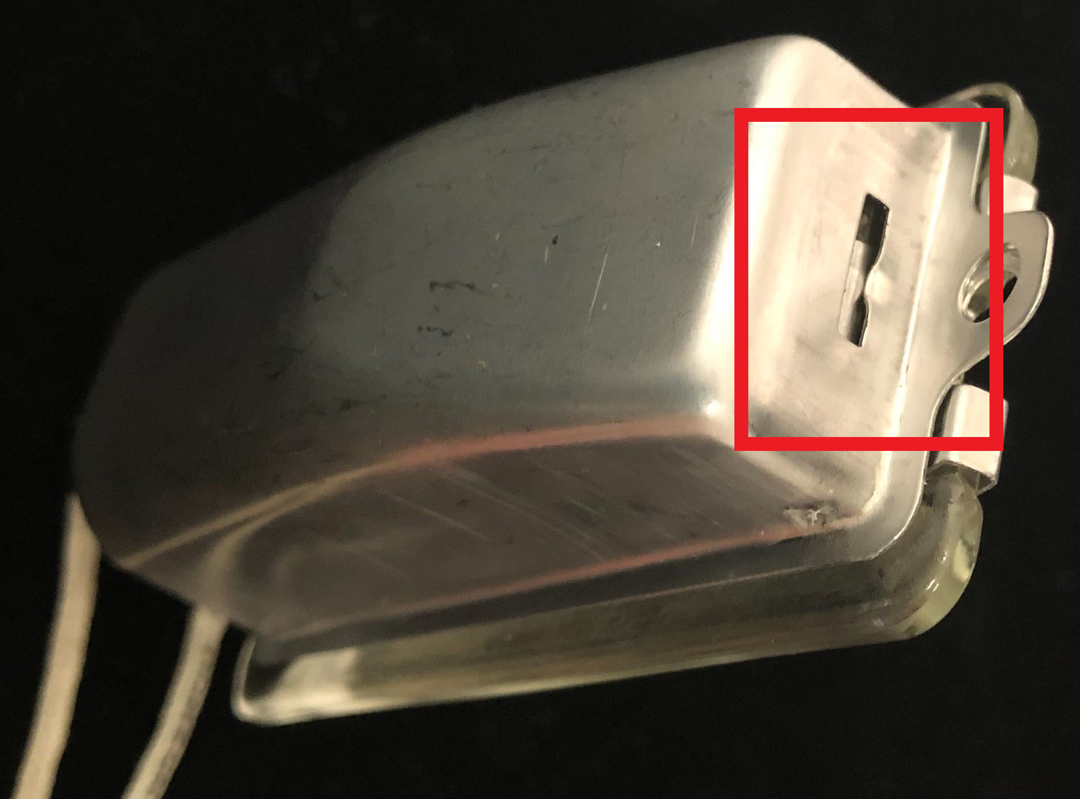 The latch is highlighted in red